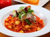 イタリア産生ハムとトマト モッツァレラチーズのスパゲッティ