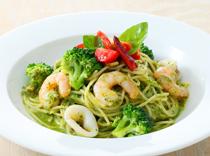 ぷりぷり海老 イカ ブロッコリーのジェノベーゼスパゲッティ